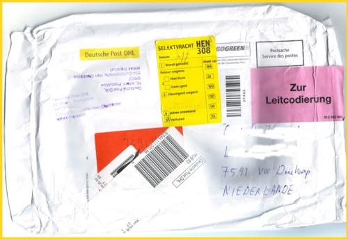 Ein dicker schwerer Brief von Deutschland nach Holland, der dort über eine Privatpostfirma zugestellt werden sollte