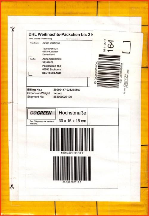Das hier verschickte Weihnachts-Päckchen hat durch Benutzung der kleinsten Postschachtel schon deutlich die maximalen Maße überschritten, ein Nachentgelt wurde aber nicht erhoben !