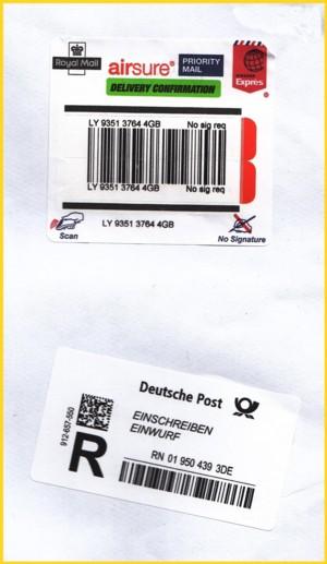 """Ausschnitt aus einem Expressbrief aus Großbritannien mit Eingangslabel """"Einwurf-Einschreiben"""" mit Matrixcode"""